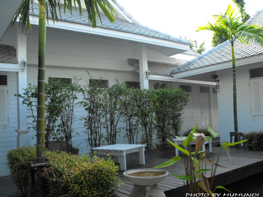 Chiang Mai White Chalet Bed & Breakfast
