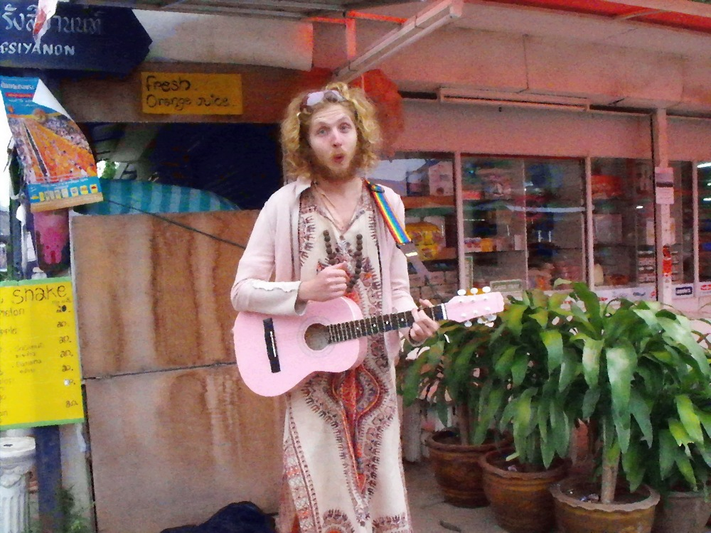 Farang singing a song at Pai Morning Market
