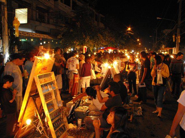 >> Chiang Mai Sunday Walking Street, Chiang Mai  Life and ...